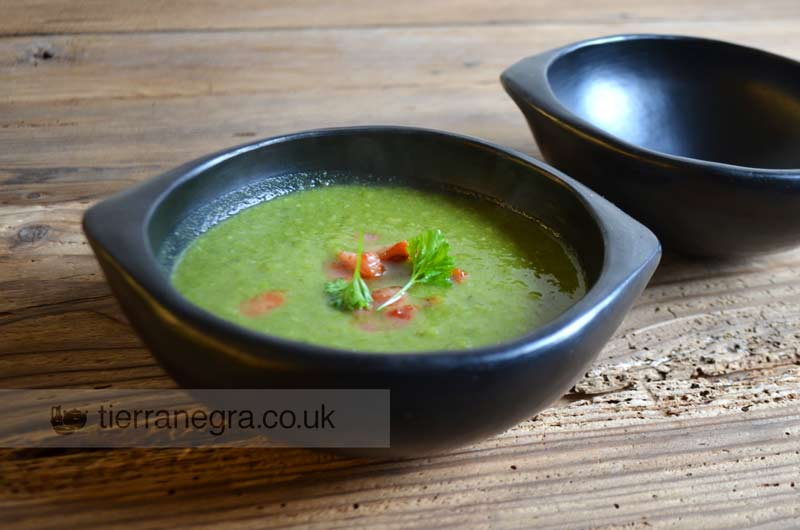 Spinach, pea and shallots soup